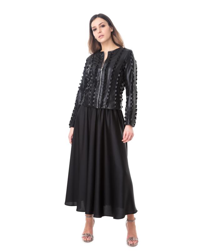online retailer bad6e 76f7d Giacca nera in eco-pelle lavorazione ad intaglio