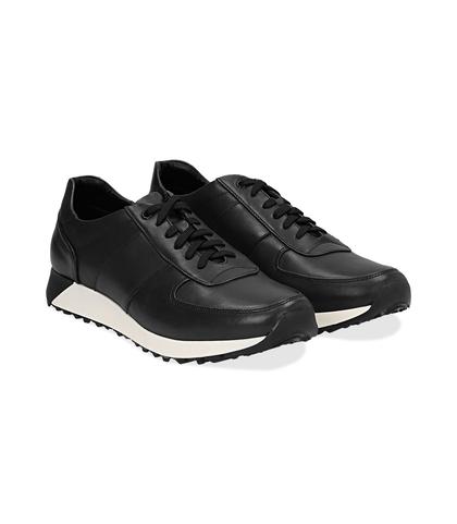 Sneakers nere in pelle con punta affusolata, UOMO, 1195T5688PENERO040, 002